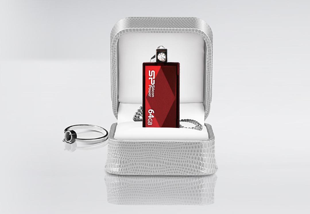 Touch 810 Дизайн корпуса с ромбовидными гранями